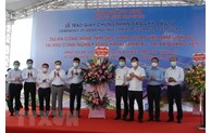 Quang Ninh grants investment registration certificate to silicon wafer project