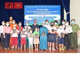 Providing free tablets to Cham and Khmer ethnic students in HCM City