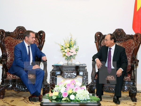 Le PM Nguyen Xuan Phuc reçoit l'ambassadeur de France au Vietnam