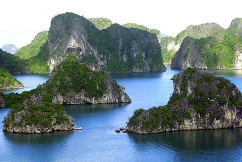 La baie d'Ha Long parmi les 10 patrimoines les plus impressionnants d'Asie
