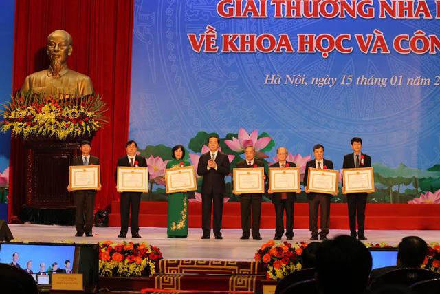 Remise des prix Ho Chi Minh et des prix d'Etat dans le domaine des sciences et technologies