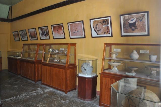 Un habitant de Binh Thuan fait don de 230 antiquités au Musée de Ninh Thuan