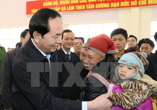 Le président Trân Dai Quang offre des cadeaux du Têt aux démunis de Lao Cai
