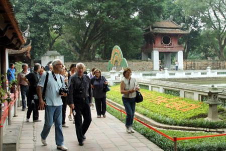 Hanoi: plus de 1.000 milliards de dongs de recettes touristiques lors du Tet du Coq