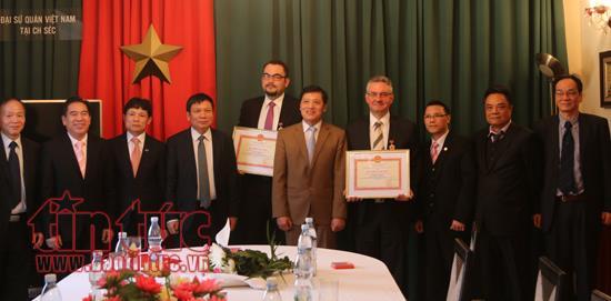 Distinction d'amis tchèques promouvant activement la culture vietnamienne