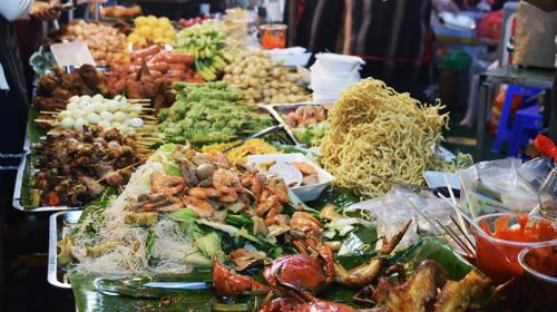 Premier festival international des plats de rue au Vietnam