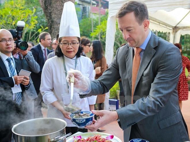 """Des chefs de 24 restaurants au Vietnam participeront à """"Goût de France"""""""