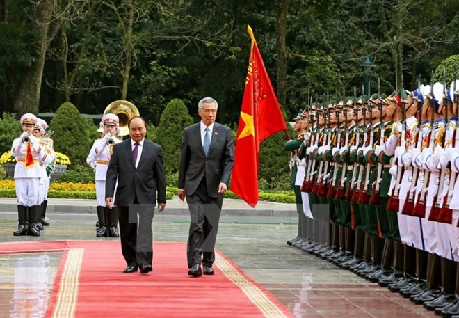 Le Premier ministre singapourien Lee Hsien Loong termine sa visite au Vietnam