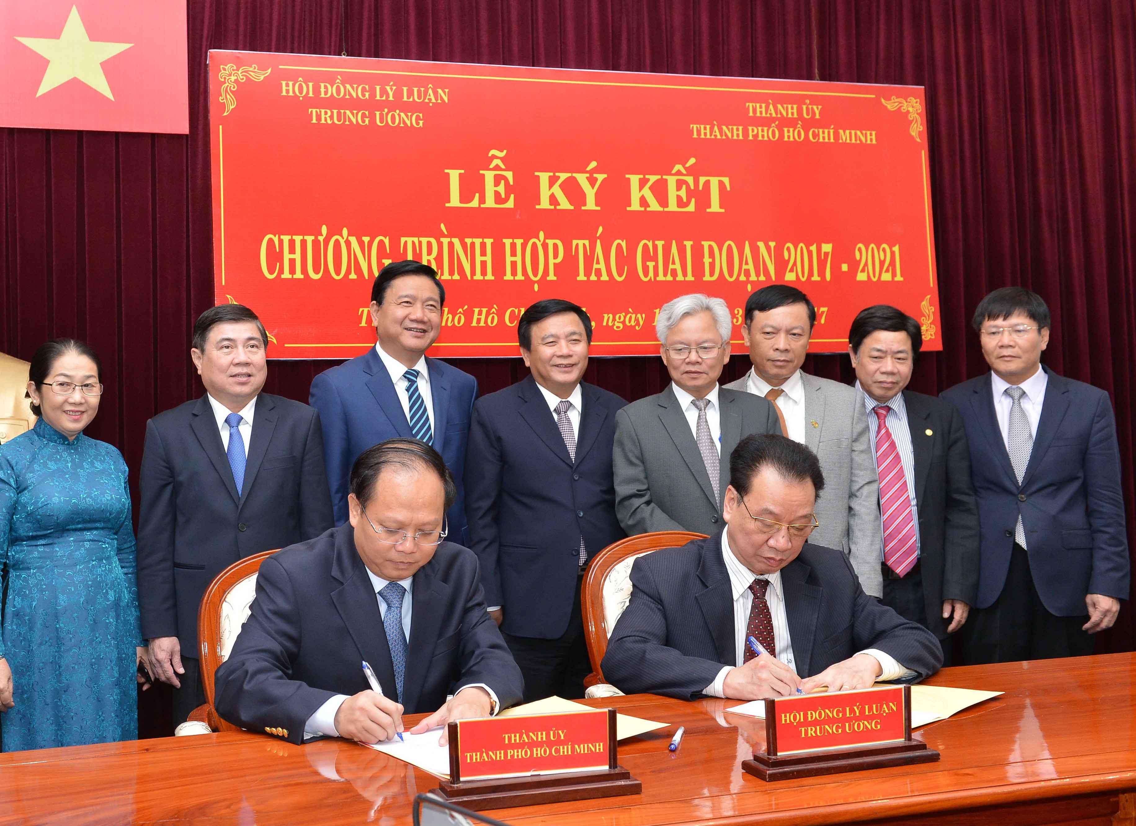Signature d'un programme de coopération entre le Comité du parti de Hô Chi Minh-Ville et le Conseil central de Théorie