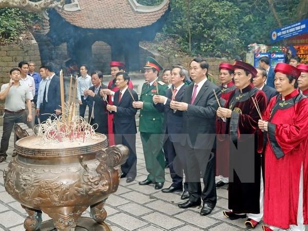 Le président Tran Dai Quang offre de l