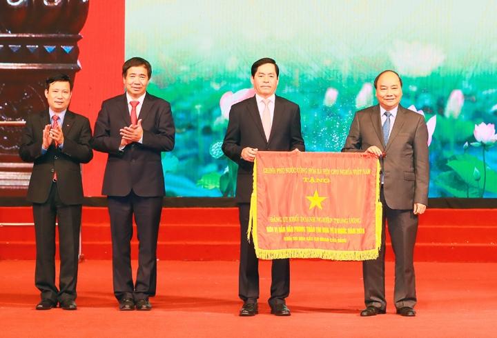 Le chef du gouvernement exhorte les entreprises d'Etat à montrer l'exemple