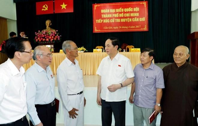 Le président Tran Dai Quang à l'écoute des électeurs du district de Can Gio