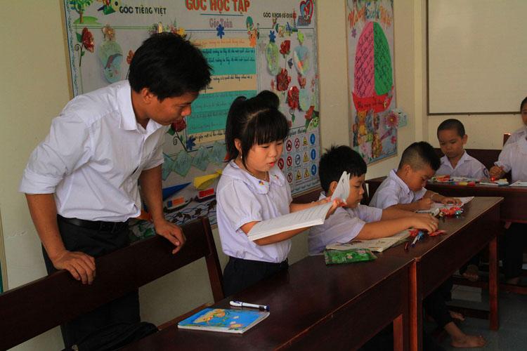 Remise de livres aux enfants de l'archipel de Truong Sa