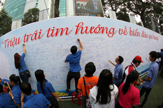 Les étudiants vietnamiens s'orientent vers la mer et les îles de la Patrie