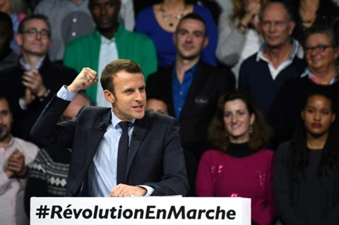 Macron élu président en l'emportant largement sur Le Pen