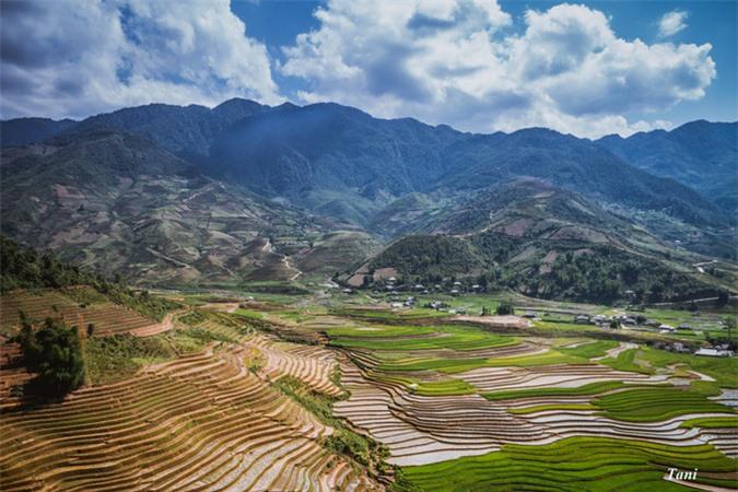 Mu Cang Chai merveilleux à la saison de mise en eau des rizières
