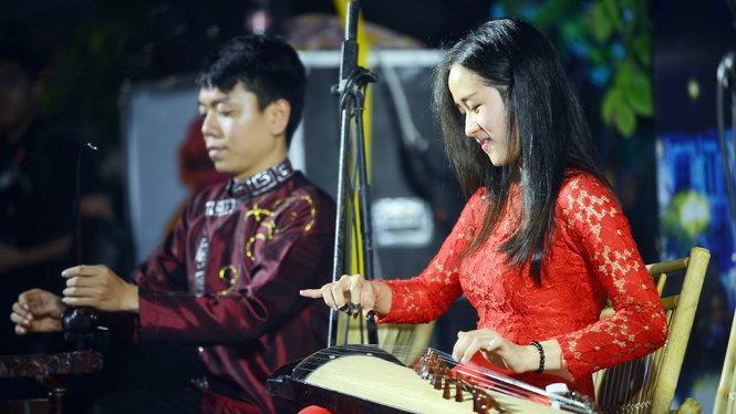 Un spectacle de rue organisé chaque semaine sur la rue piétonne Nguyen Hue
