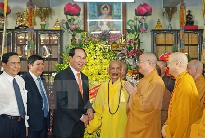 Le président Trân Dai Quang formule ses vœux du Vesak 2017 au Vénérable Thich Phô Tuê
