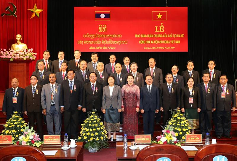 Les dirigeants de 15 provinces laotiens à l'honneur
