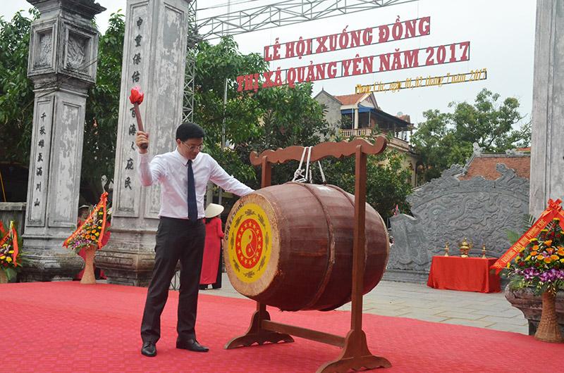 La fête de descente au champ 2017 à Quang Yen (Quang Ninh)