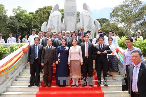 Inauguration du monument historique révolutionnaire Vietnam-Lao