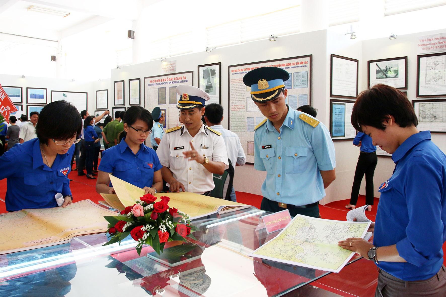 Tuyên Quang: exposition de cartes et d'archives sur les deux archipels Hoàng Sa et Truong Sa du Vietnam