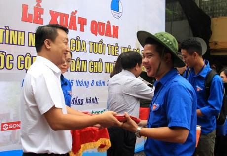 Les jeunes de Hanoi participent aux activités bénévoles au Laos