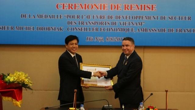 Le conseiller économique de l'ambassade de France au Vietnam à l