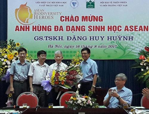 Un scientifique vietnamien nommé Héros de la biodiversité de l