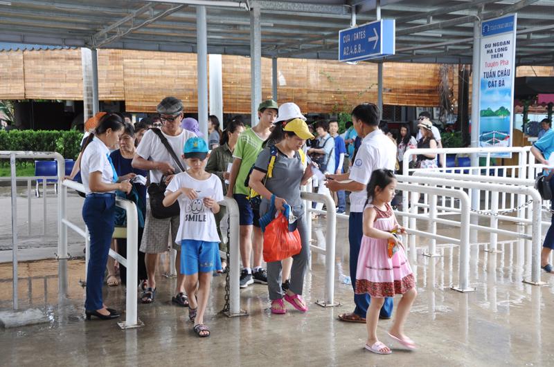Hausse du nombre de touristes étrangers à Quang Ninh