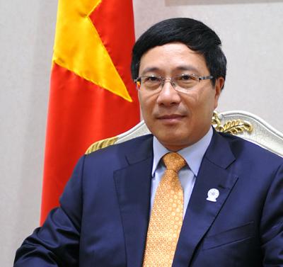Pham Binh Minh assiste à la 50e réunion des ministres des Affaires étrangères de l'ASEAN