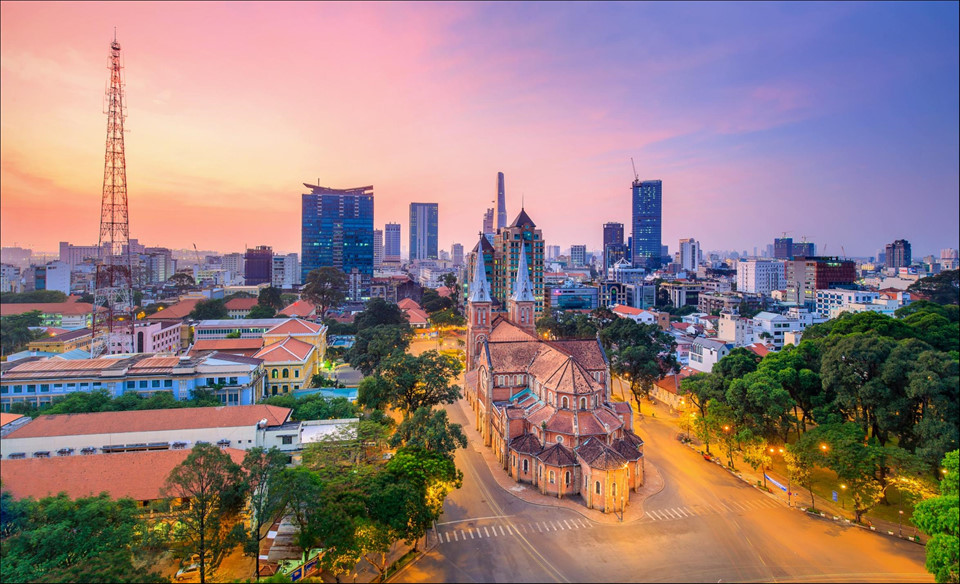 """Hô Chi Minh-Ville aux lumières chatoyantes dans """"Les empreintes du Vietnam"""""""