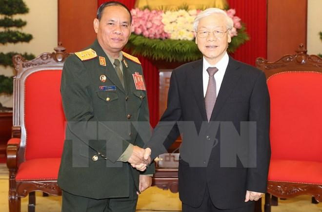 Pour dynamiser les relations de coopération entre les deux armées Vietnam-Laos