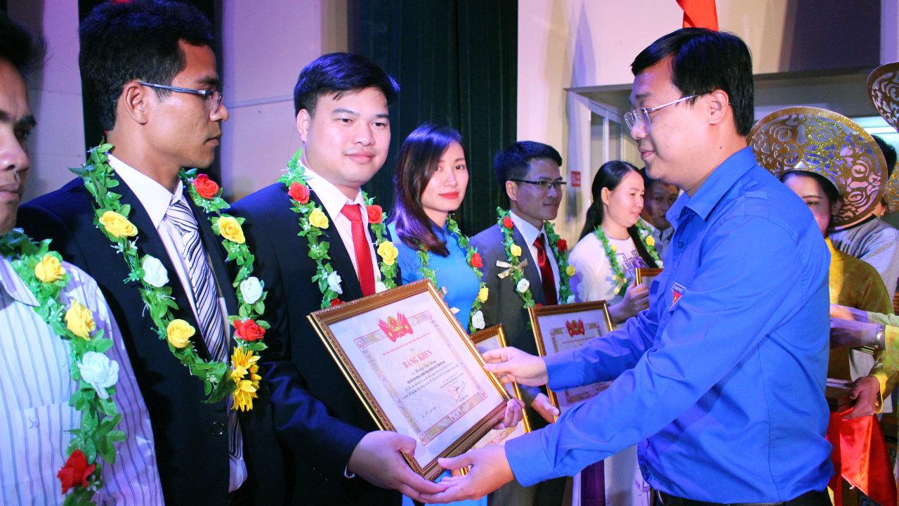 Projet de 600 vice-présidents de la commune: 60 jeunes intellectuelles à l'honneur