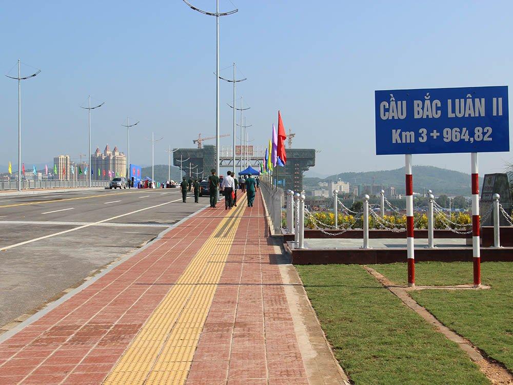 Vietnam-Chine: Inauguration du pont Bac Luan II