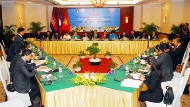 Intensification de la coopération entre les jeunes Vietnam - Laos - Cambodge