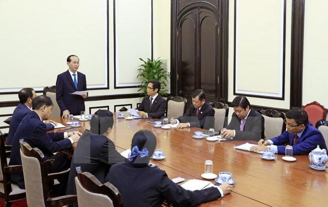 Le président Tran Dai Quang travaille avec des responsables du Conseil consultatif des entreprises de l