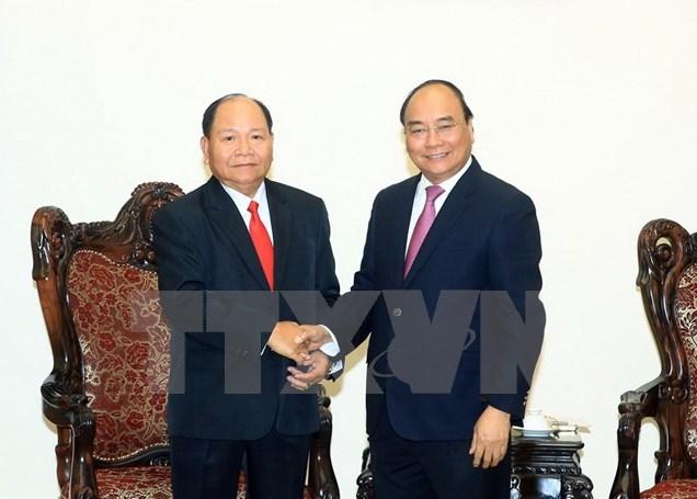 Le Premier ministre Nguyen Xuan Phuc reçoit le ministre laotien de l'Intérieur