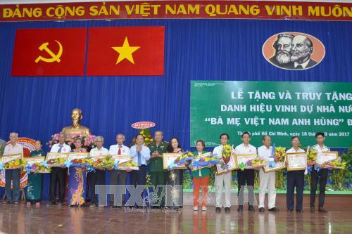 HCM-V: remise du titre de «Mère héroïne du Vietnam» à des femmes méritantes