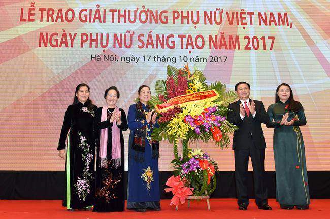Remise du Prix de la femme vietnamienne 2017