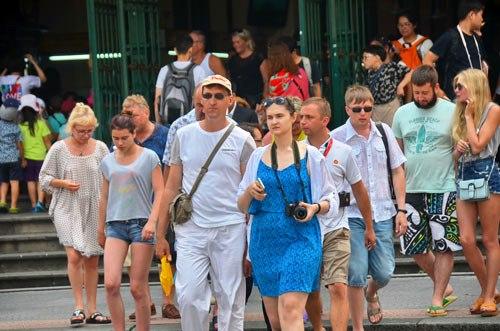 Dix mois: Le nombre de visiteurs étrangers au Vietnam franchit la barre des 10 millions