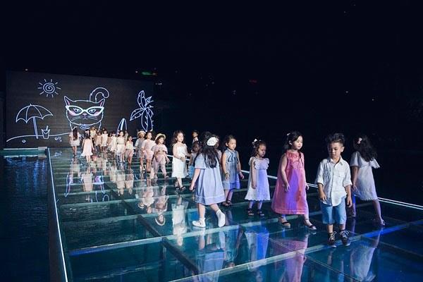 Semaine de la mode junior du Vietnam 2017 à HCM-V