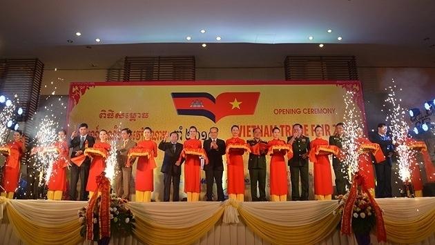 Ouverture de la Foire commerciale du Vietnam 2017 au Cambodge