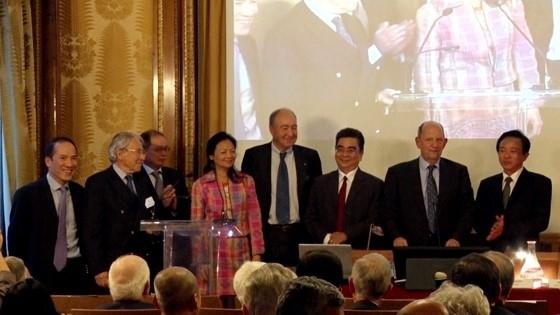 Un professeur vietnamien est officiellement devenu membre de l'Académie des Sciences d