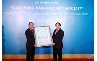 Publication du timbre en l'honneur de l'Année de l'APEC Vietnam 2017