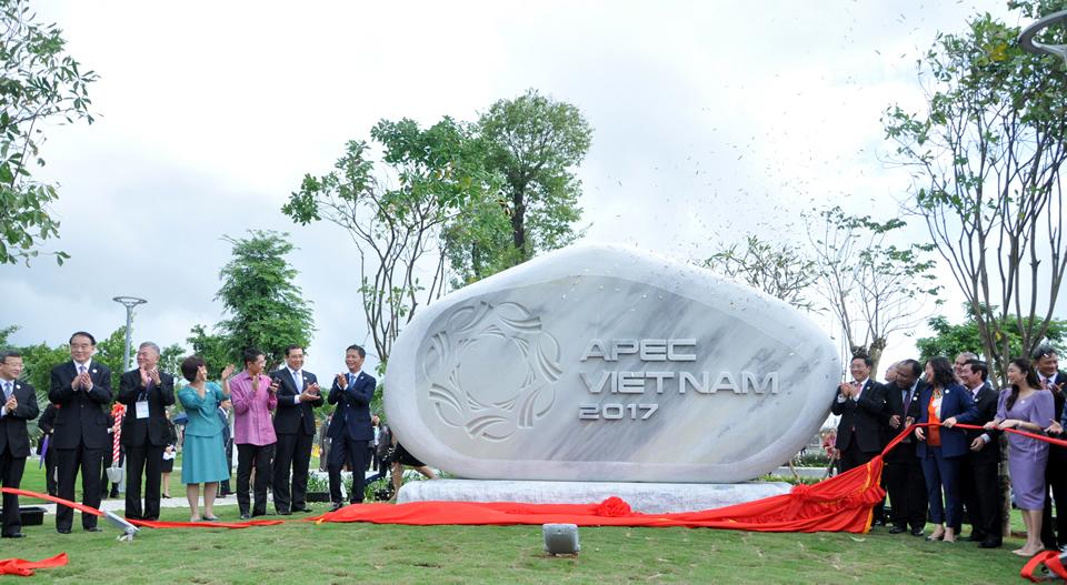 Inauguration du  jardin des statues de l