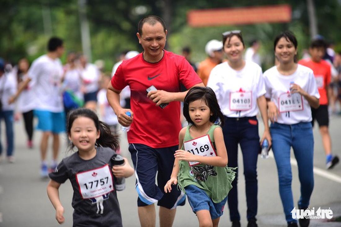 Près de 20.000 participent à la course caritative Terry Fox Run à HCM-V