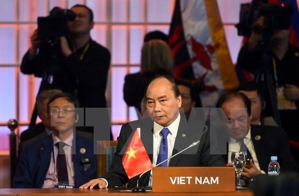 Le Premier ministre Nguyen Xuan Phuc termine sa participation au 31e Sommet de l'ASEAN et aux conférences connexes