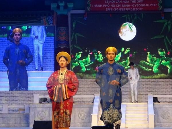 HCM-V: présentation de costumes traditionnels vietnamiens et sud-coréens