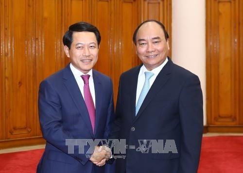 Premier ministre: le Vietnam accorde la priorité aux relations avec le Laos